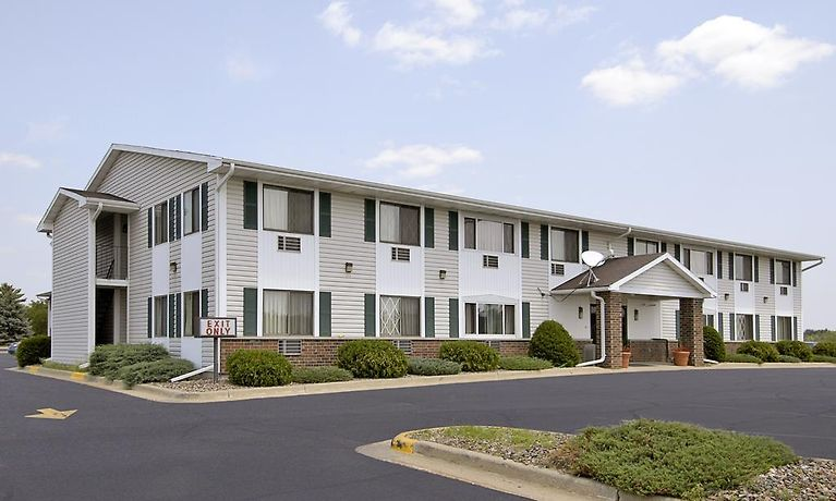 Hotel Super 8 By Wyndham Tomah Wisconsin